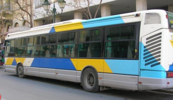 Χαμός σε λεωφορείο: Έπεσε ξύλο γιατί δεν φορούσε μάσκα! (βίντεο)