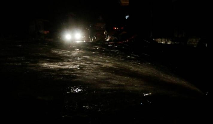 Καιρός: Ισχυρή βροχόπτωση στην Ναύπακτο - Πλημμύρισαν οι δρόμοι (pics&vid)