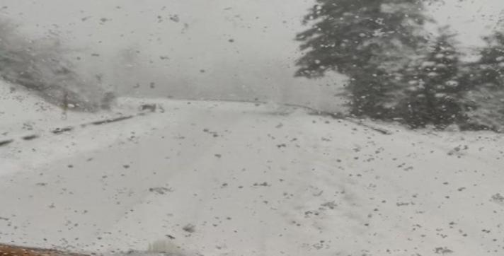 Απίστευτη χιονόπτωση στα Βαρδούσια στη Φθιώτιδα – Ανέβηκε η στάθμη του Σπερχειού ποταμού