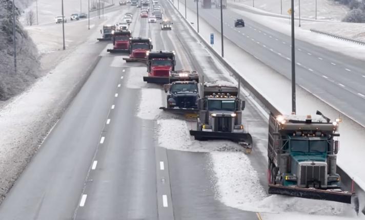 Έτσι απομακρύνεις σε χρόνο ρεκόρ το χιόνι από την Εθνική Οδό (video)