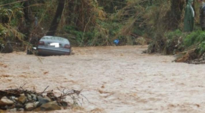 Χείμαρρος παρέσυρε σκηνή και αυτοκίνητο στην Εύβοια