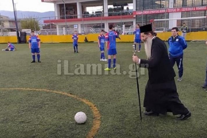 Ο Μητροπολίτης Φθιώτιδας έπαιξε... μπάλα