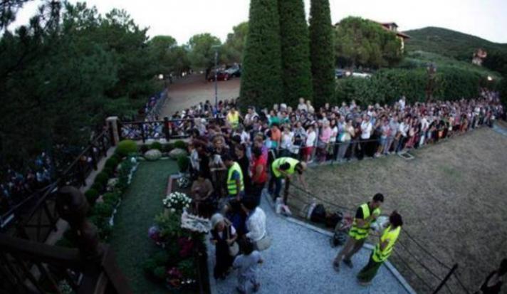 Ουρές προσκυνητών στον τάφο του Αγίου Παϊσίου στη Σουρωτή Θεσσαλονίκης! (φώτο-βίντεο)