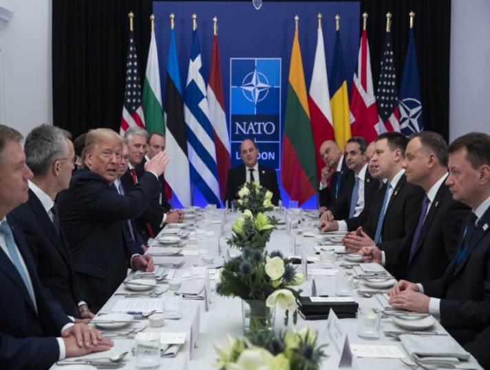 Διαβάστε όλα όσα διαδραματίστηκαν στο δείπνο που παραχώρησε ο Ντόναλντ Τραμπ σε μερικούς ηγέτες χωρών του ΝΑΤΟ