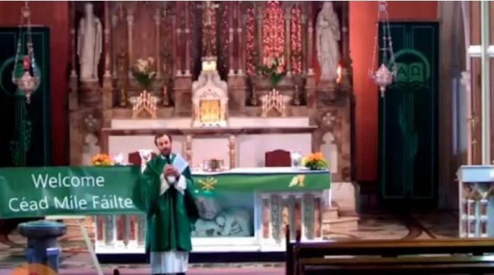 Ιερέας έπαιξε στον ναό τον ύμνο της Λίβερπουλ και πίκαρε τους οπαδούς της Γιουνάιτεντ (Video)
