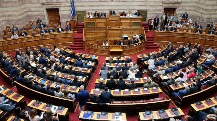 Βουλή: Χριστουγεννιάτικος μποναμάς 600.000 ευρώ σε Βουλευτές και δημοσιογράφους