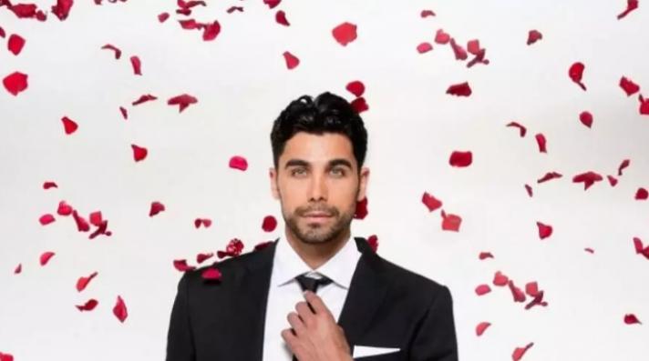 Σας θυμίζει κάποιον ο Έλληνας Bachelor; Δείτε σε ποια άλλα κανάλια τον έχουμε ξαναδεί!