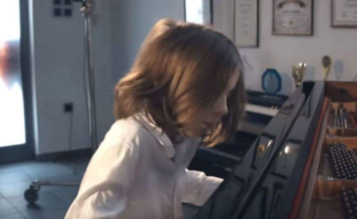 Ενα «Βαλς της Απομόνωσης» από τον 7χρονο Στέλιο που διαπρέπει στο πιάνο