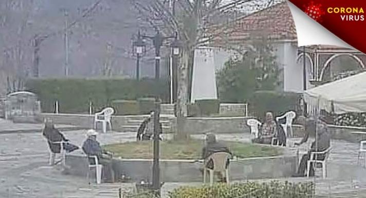 Ο ορισμός του social distancing: Οι παππούδες στην Καλαμπάκα που έγιναν viral (pics)