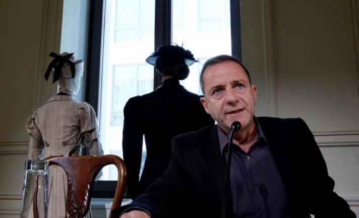 «Είχε κατέβει ο κ. Λιγνάδης μέσα στα αίματα, πισώπλατα μαχαιρωμένος», λέει γειτόνισσά του