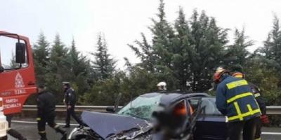 Σοβαρό τροχαίο στη Λαμία | Απεγκλωβισμός τραυματία μέσα στη βροχή |  Video