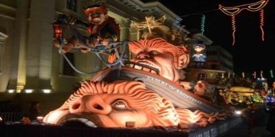 Χιλιάδες καρναβαλιστές πλημμύρισαν την Πάτρα
