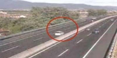 ΒΙΝΤΕΟ - Ηλικιωμένη οδηγούσε επί ....20 χλμ ανάποδα στον αυτοκινητόδρομο!
