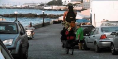 Το διώροφο...ποδήλατο που κυκλοφορεί στην Ελλάδα και γίνεται viral