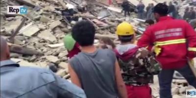 Συγκλονιστικό ΒΙΝΤΕΟ – Η διάσωση ενός κοριτσιού από τα συντρίμμια στην Ιταλία!