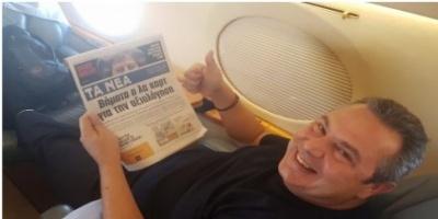 Ο Πάνος με την...αγαπημένη του εφημερίδα!