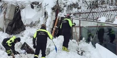 Ιταλία: Μάχη με το χρόνο για πέντε επιζώντες στα συντρίμμια του ξενοδοχείου
