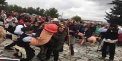 Αναβίωσε το αποκριάτικο «μπουρανί» του Τυρνάβου