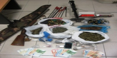 KOΡΙΝΘΟ : Συνελήφθη ένα (1) άτομο για παράβαση των νομοθεσιών για τα ναρκωτικά και τα όπλα